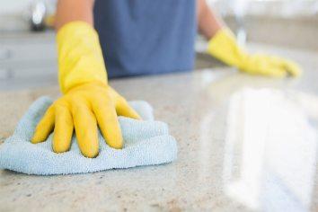strumenti e i detergenti adeguati